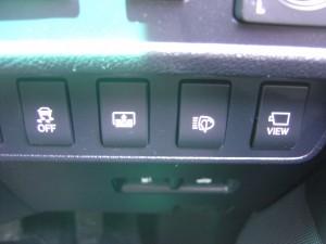 トラクションコントロール・電動リアサンシェード・ヘッドライトウォッシャー・フロントモニタースイッチ