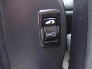 後席電動スライドドアスイッチ