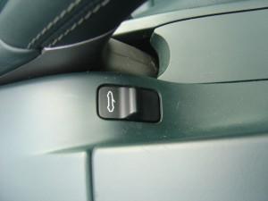 電動ソフトトップ開閉ボタン