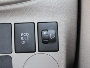 ECO IDLEスイッチ、ヘッドライトレベライザー