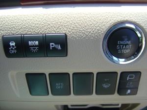 トラクションコントロール・室内灯・クリアランスソナー・AFS・フロントガラス熱線・ドアミラースイッチ、エンジンスタートボタン