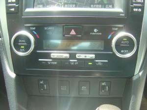 エアコンパネル、前席シートヒーター・ECO・EVモードスイッチ