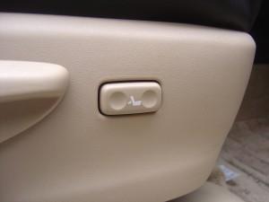運転席電動ランバーサポート