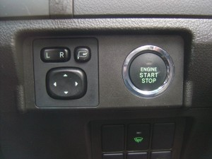 エンジンスタートボタン