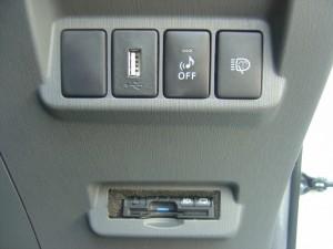 USB、車両接近通報装置・ヘッドライトウォッシャースイッチ