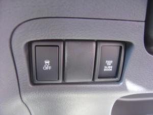 トラクションコントロール・電動スライドドアOFFスイッチ