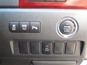 TRC・ルームランプ・クリアランスソナー・AC100V電源スイッチ、エンジンスタートボタン