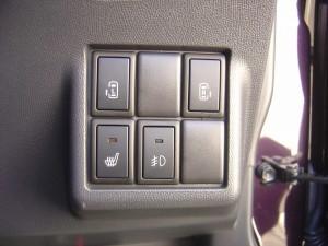 両側電動スライドドア・運転席シートヒーター・フォグランプスイッチ