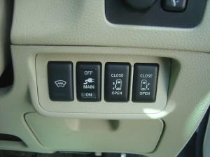 フロントガラス熱線・AC100V電源・両側電動スライドドアスイッチ