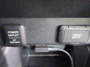 パワーアウトレット(12V120W MAX) ビデオインプット端子