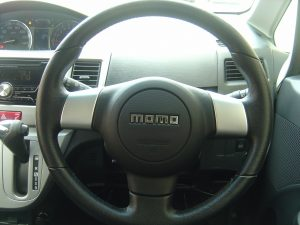 momo ステアリング