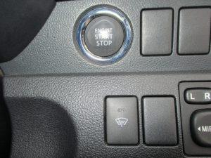 エンジンスタートボタン、フロントガラス熱線スイッチ