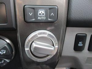 電動リアガラススイッチ、4WD切替ダイヤル