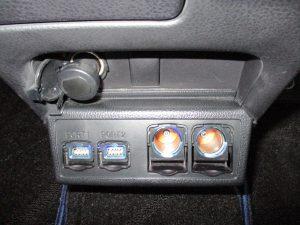 USBポート×2 シガーソケット×2