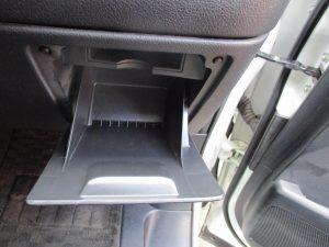 運転席右収納