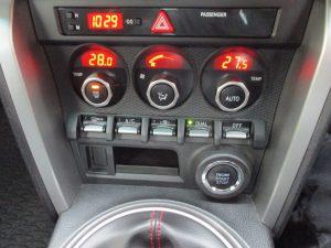 エアコンパネル・エンジンスタートボタン