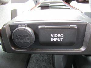 パワーアウトレット、ビデオ入力端子