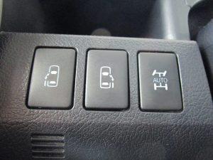 両側電動スライドドア・4WD切替スイッチ
