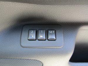 運転席パワーシートメモリースイッチ