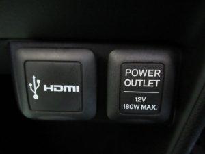HDMI入力端子、パワーアウトレット
