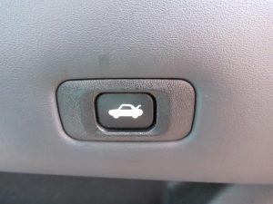 トランクオープンスイッチ