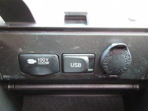 100Vコンセント、USB端子、パワーアウトレット