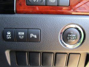 TRC・ルームランプ・クリアランスソナースイッチ、エンジンスタートボタン