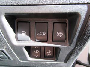 電動リアゲート・ヘッドライトウォッシャー・エアサス・車両接近通報スイッチ