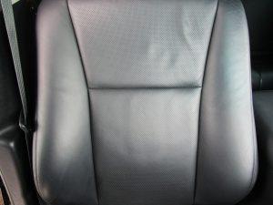 運転席座背面