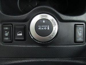 シートヒーター、ヒルディセントコントロール、4WD MODEスイッチ