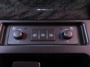 後席シートエアコン、電動リアサンシェードスイッチ