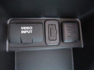 ビデオ入力端子、パワーアウトレット