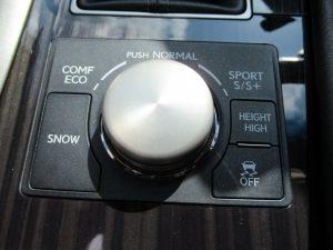 ドライブモードセレクター、SNOW、ハイトコントロール、TRCスイッチ