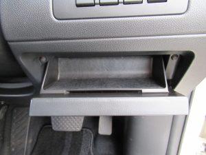 運転席下収納