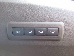 運転席メモリーシートスイッチ