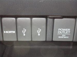 HDMI、USB端子、パワーアウトレット