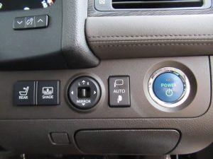 後席パワーシート、電動リアサンシェードスイッチ、エンジンスタートボタン