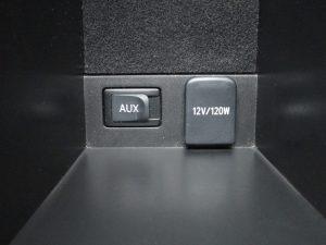 AUX端子、パワーアウトレット