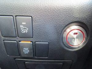 車両接近通報装置、パワードアスイッチ、エンジンスタートボタン