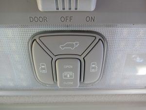 サンルーフ、電動リアゲート、両側電動スライドドアスイッチ