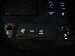 電動リアサンシェード、後席シートヒータースイッチ