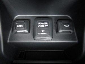 USB・AUX端子、パワーアウトレット