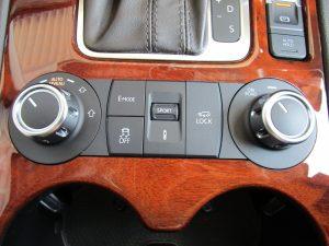 エアサスコントローラー・4WD切替・ダンパーコントロール機能ダイヤル、Eモード・トラクションコントロール・デフロックスイッチ