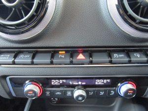 ドライブセレクト・アイドリングストップ・クリアランスソナー・トラクションコントロール・モニター開閉スイッチ