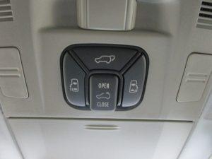 サンルーフ、両側電動スライドドア、電動リアゲートスイッチ