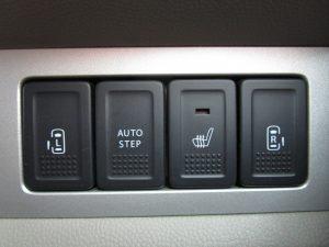 オートステップ、シートヒーター、両側電動スライドドアスイッチ
