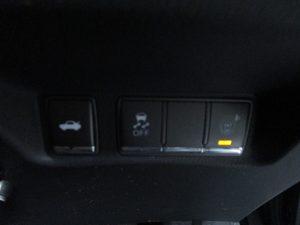 トランクオープナー、ESC、クリアランスソナースイッチ