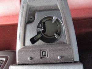 後席ドリンクホルダー、USB電源、AUX入力