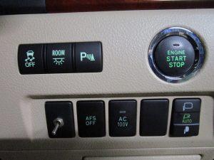ESC、室内灯、パーキングセンサー、プッシュスタートボタン、AFS、AC電源、電動格納ミラースイッチ