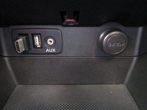 USB、AUX、シガーソケット